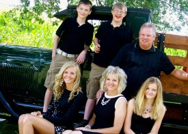 Montanna and Brady Neisen with their siblings and parents
